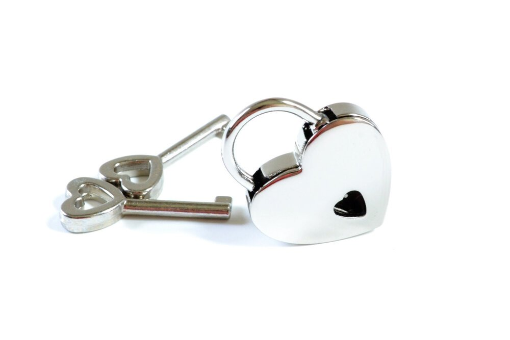 small-heart-shaped-padlock-1