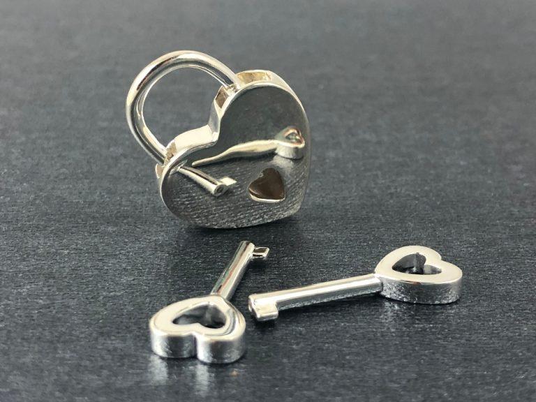 sterling silver heart shaped lock with 2 keys